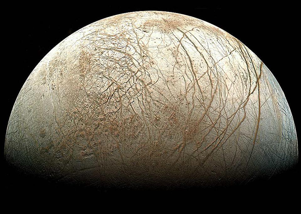 Спутник Юпитера Европа в естественном цвете