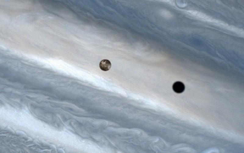 Прохождение спутника на фоне Юпитера