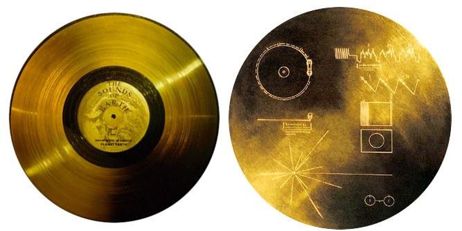 Такая золотая пластинка стоит на Вояджерах.