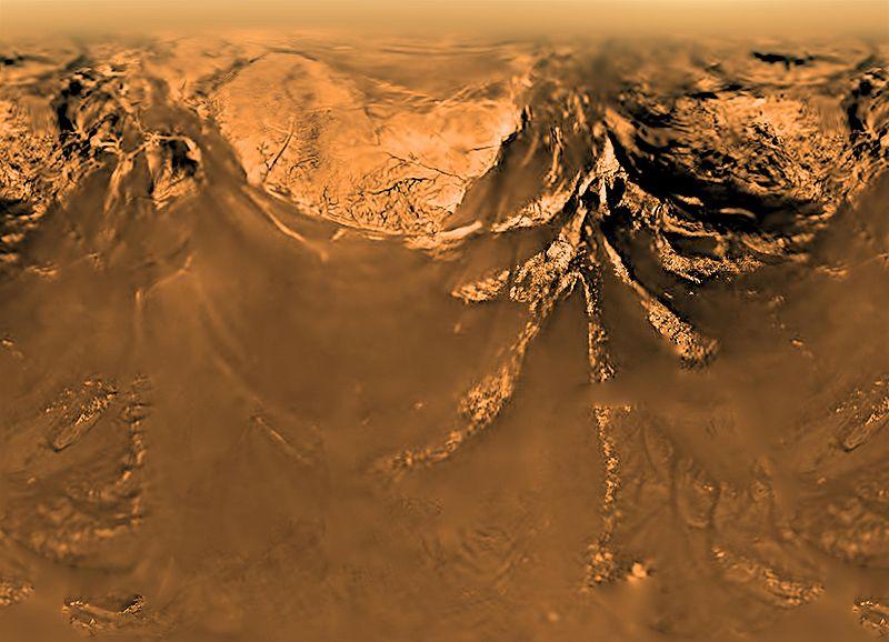 """Горы Титана, снятые зондом """"Гюйгенс"""" с высоты 10 км."""