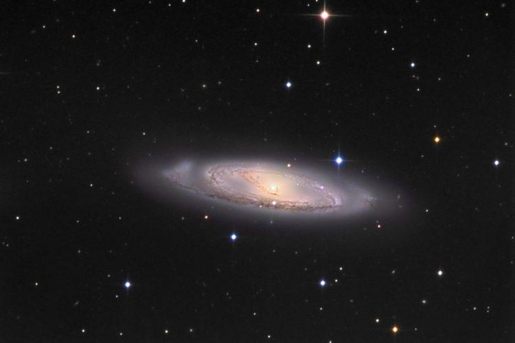 Галактика М 65 в созвездии Льва
