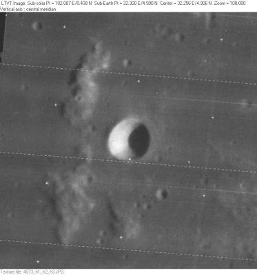 Кратер Валлах, снятый зондом Lunar Orbiter IV.
