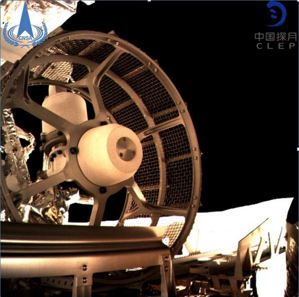 Спуск китайского лунохода Yutu-2
