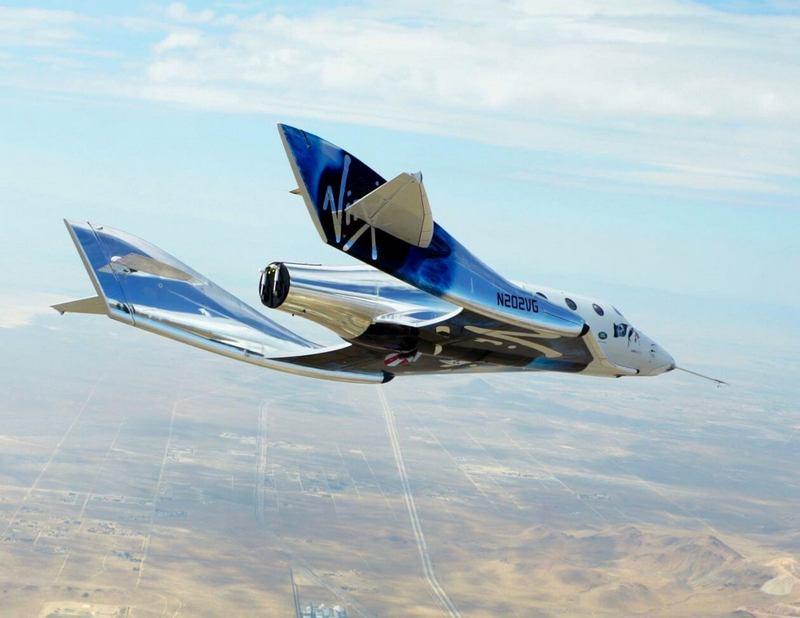 Космоплан SpaceShipTwo идёт на посадку