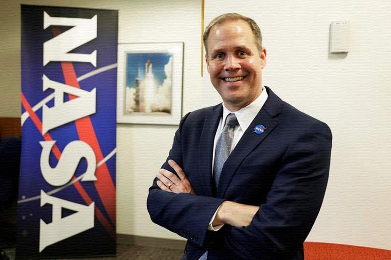Джим Брайденстайн заявил, что американцы посторят постоянную базу на Луне.