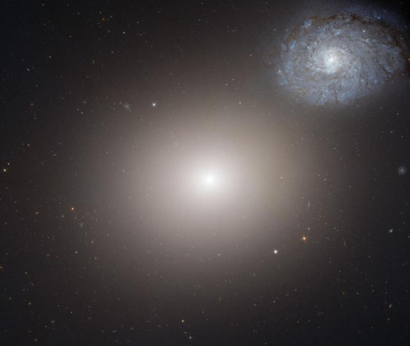 Галактика М 60 и её спутник - спиральная галактика NGC 4647.