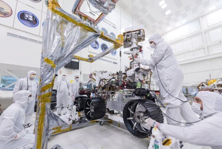 """На марсоход """"Марс-2020"""" установили колёса"""