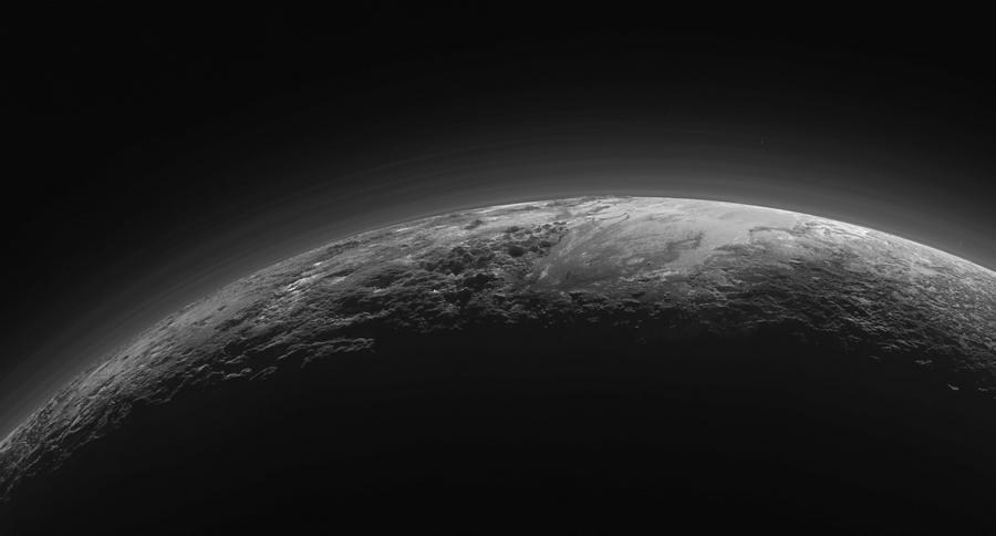 """Атмосфера Плутона. Фото зонда """"Новые Горизонты"""""""