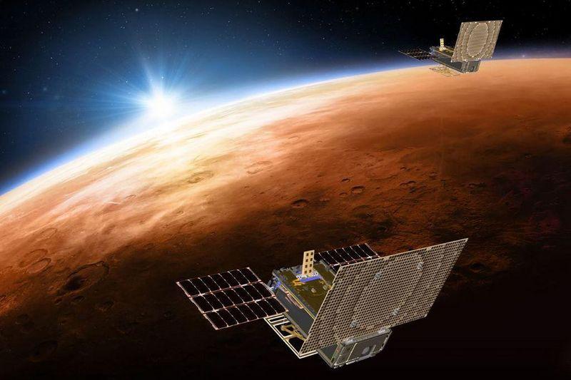 Кубсаты MarCO на пути к Марсу. Рисунок.