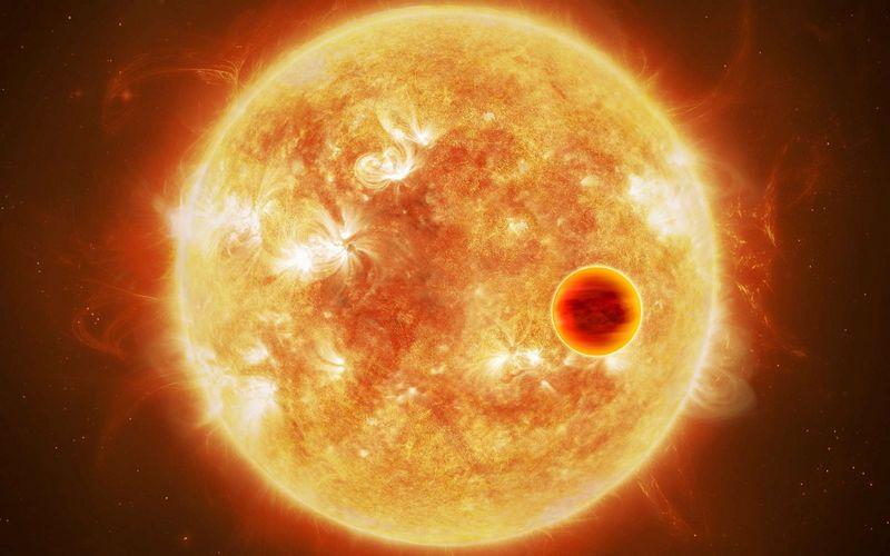 Самая молодая планета - горячий юпитер, расположенный близко к звезде.