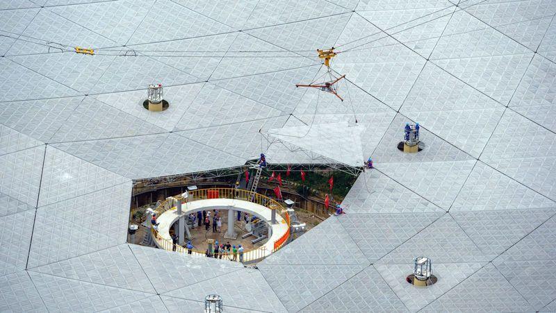Радиотелескоп FAST на этапе строительства.