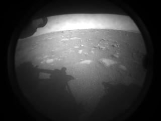 Первое фото с марсохода Perseverance
